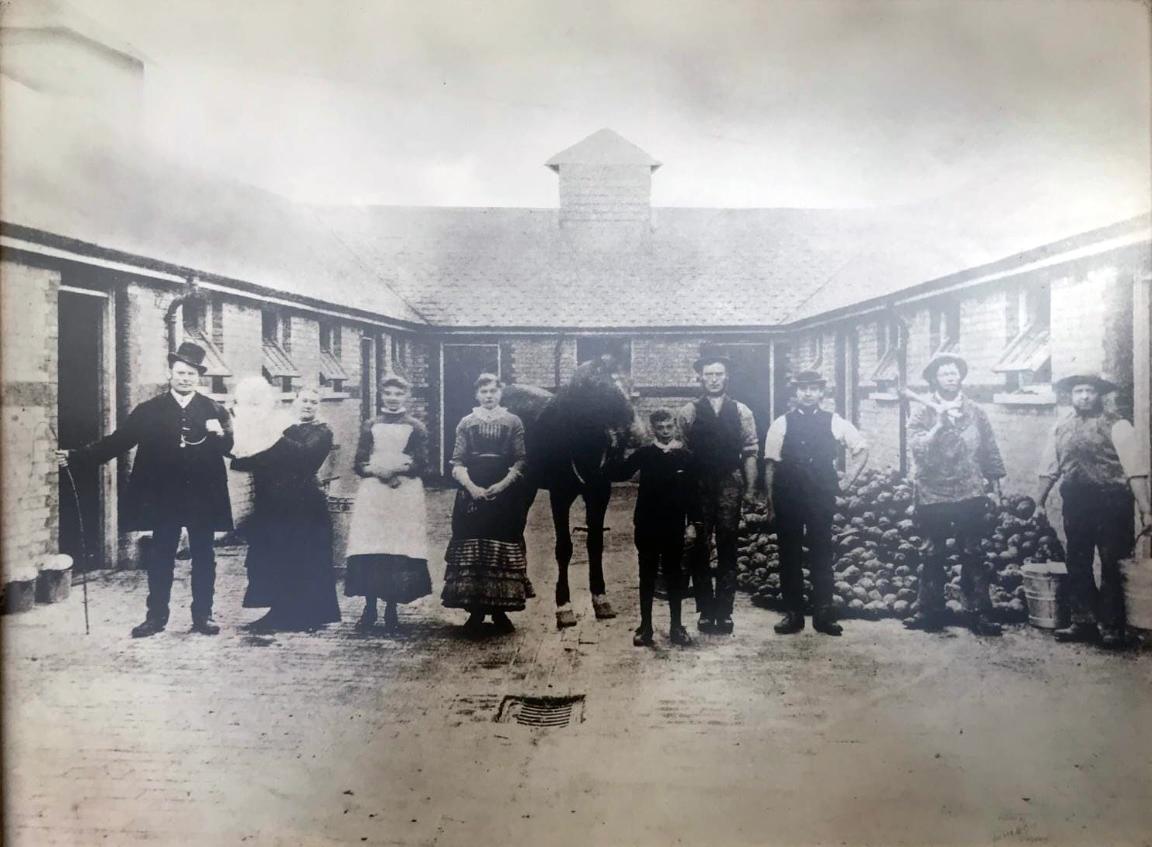 Horn Autos garage circa 1885